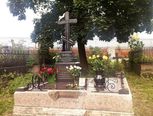 Могила Мирры Лохвицкой на Никольском кладбище