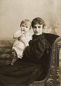 Мирра Лохвицкая с сыном Евгением